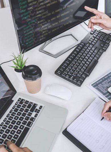 Skärmar med kod inom webbutveckling